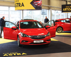 Opel Astra er rúmgóður og hlaðinn búnaði og tækninýjungum.